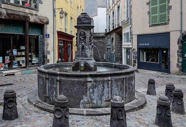 La Fontaine Place du Terrail