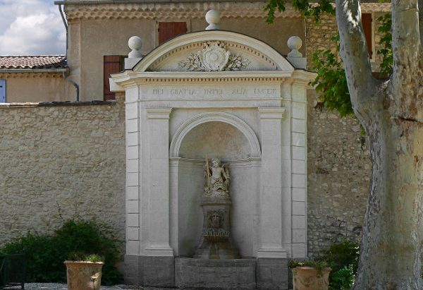 La Fontaine au Putto jardin de la Mairie