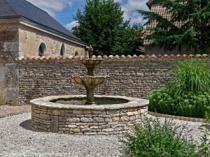 La Fontaine Square de l'Eglise