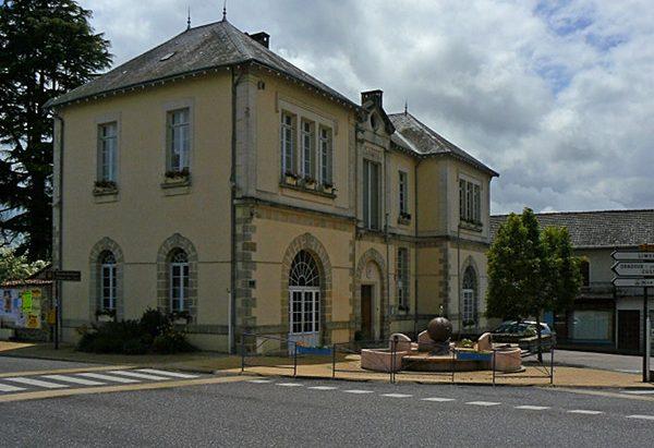 La Fontaine Place du Docteur Hugonneau