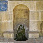 La Fontaine et le Lavoir de l'Emprunt