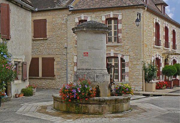 La Fontaine Place Combornac