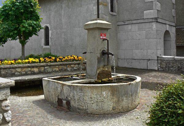 Les deux Fontaines de l'Eglise
