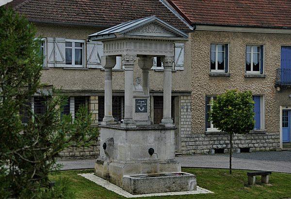 La Fontaine Monumentale Nicolas-Eloi Lemaire
