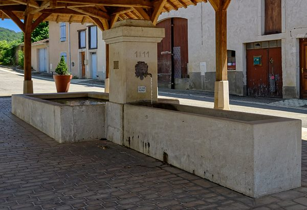 La Fontaine Lavoir rue des Mariés