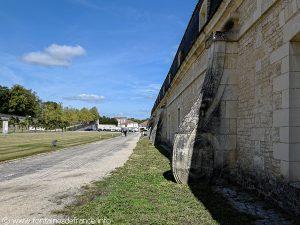 Contrefort du mur de la Corderie Royale