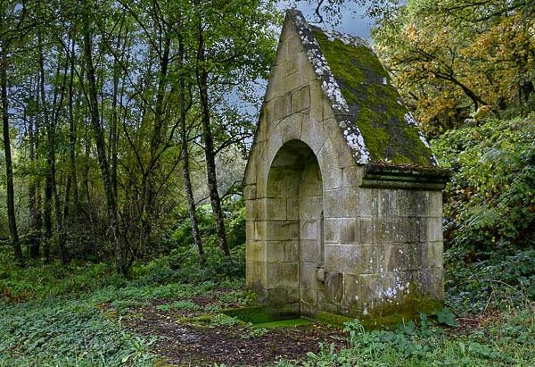 La Fontaine de la Chapelle Notre-Dame de la Houssaye