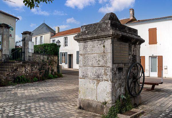 La Fontaine Place Vivier-au-Court